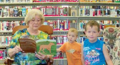 Barbara reading to kids