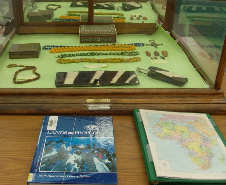 Display box of Alegerian artifacts2