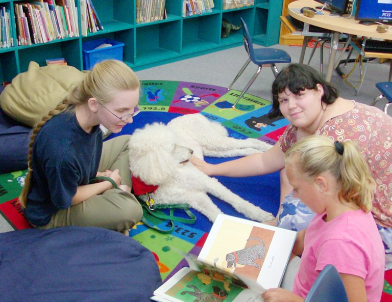Kids reading to Sunny
